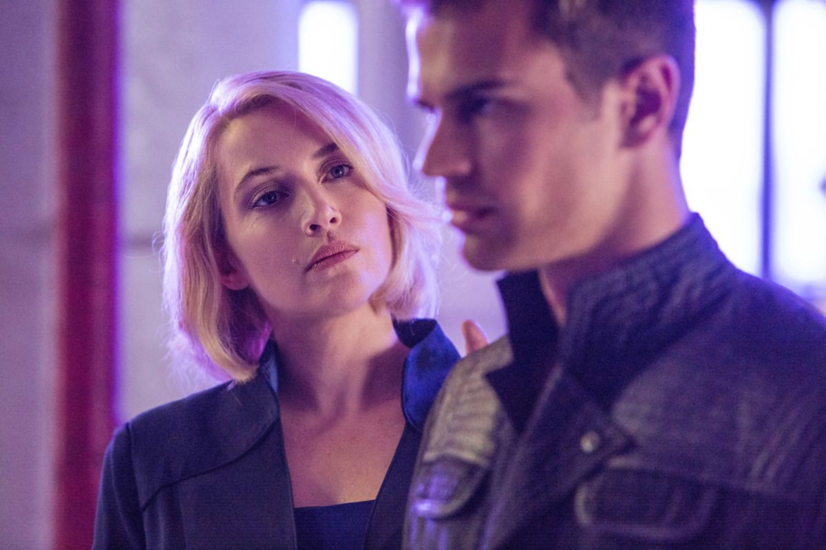 Are the two main characters in divergent dating for lovely