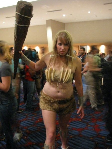 dragoncon-cosplay-cavewoman