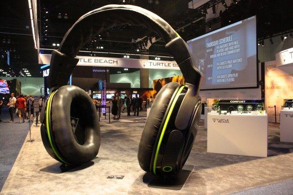 e3-2014-giant-headphones