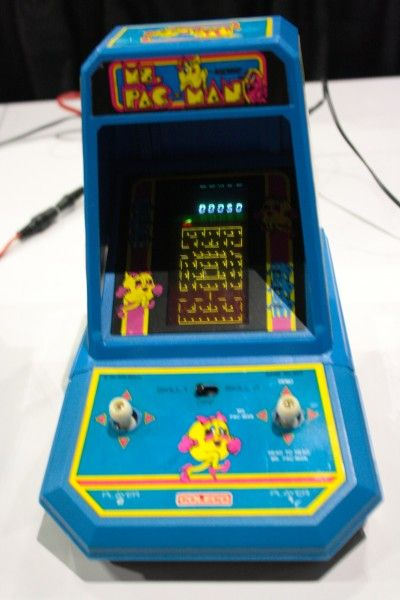 e3-vintage-gaming-pac-man-miniarcade