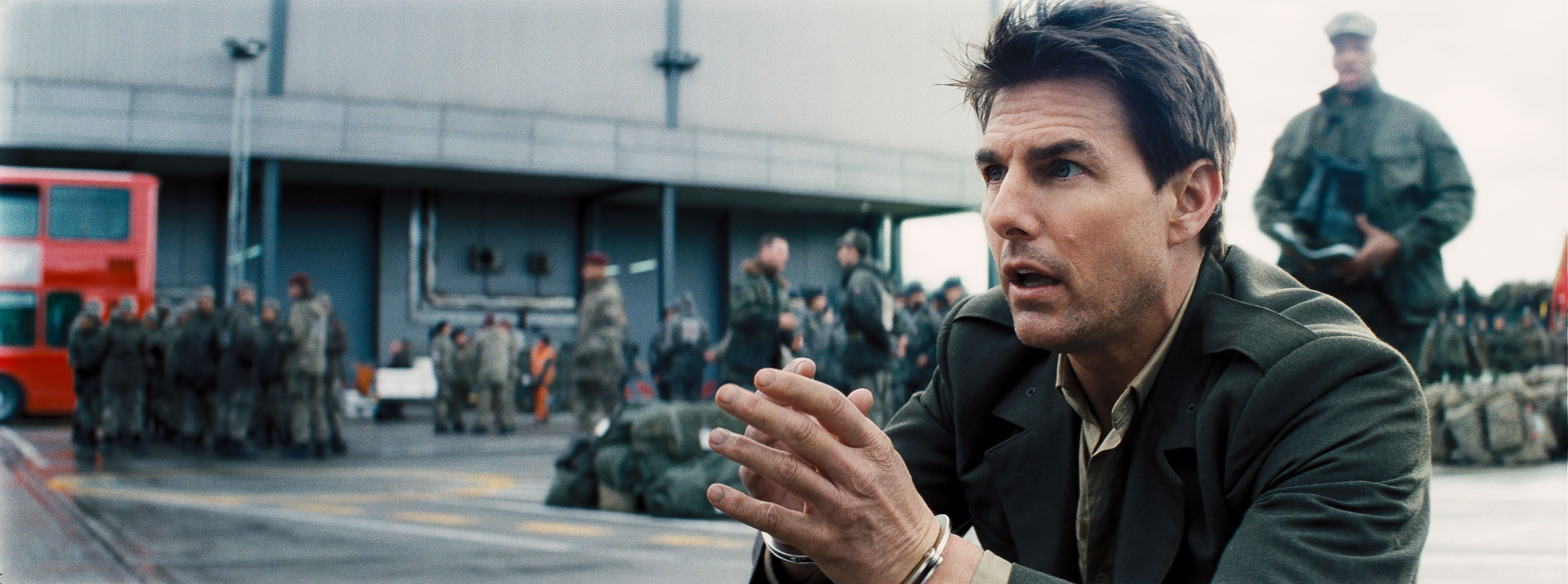 EDGE OF TOMORROW Review | Tom Cruise and Emily Blunt Star ...