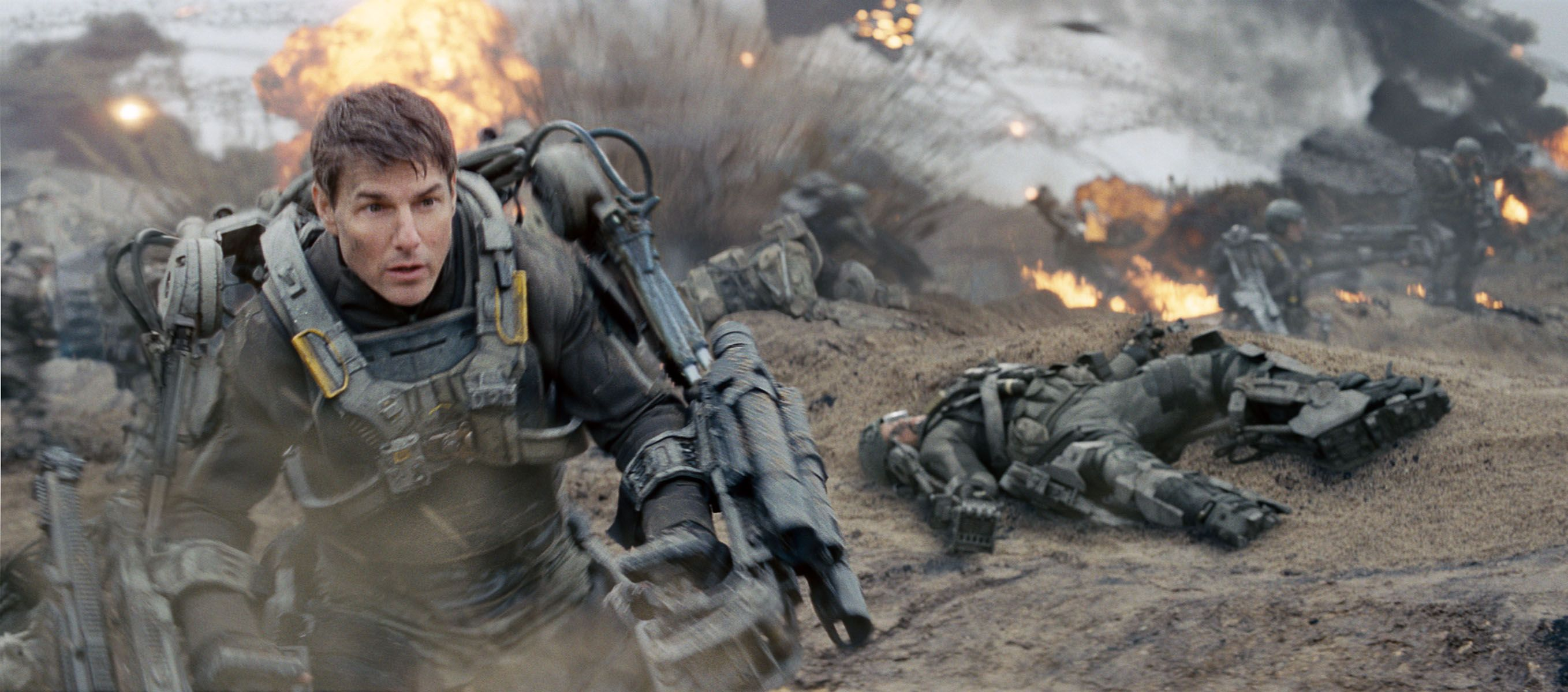 27 EDGE OF TOMORROW Images Featuring Tom Cruise and Emily ...
