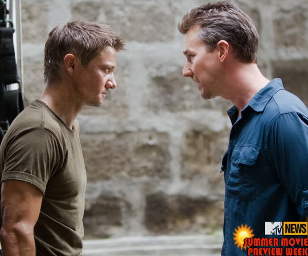 edward-norton-jeremy-renner-the-bourne-legacy-image