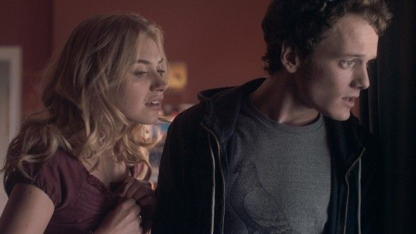 fright-night-movie-image-imogen-poots-anton-yelchin-hi-res-01