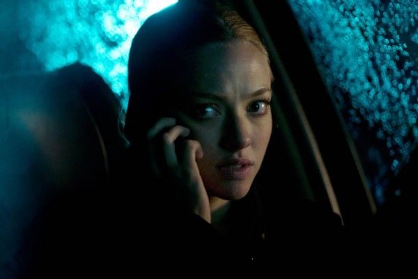 gone-movie-image-amanda-seyfried-phone