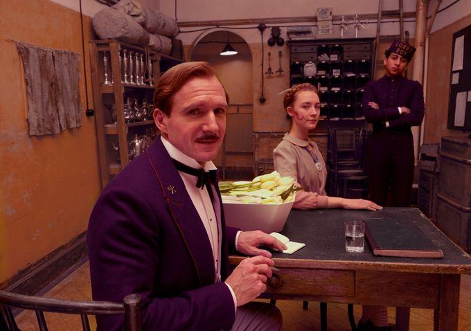 Картинки по запросу Emma Stone, Ralph Fiennes Eyed to Star in Alexander Payne's 'The Menu'