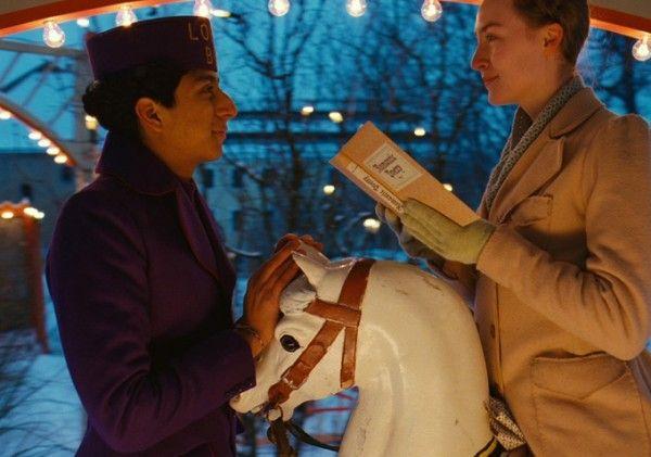 grand-budapest-hotel-tony-revolori-saoirse-ronan