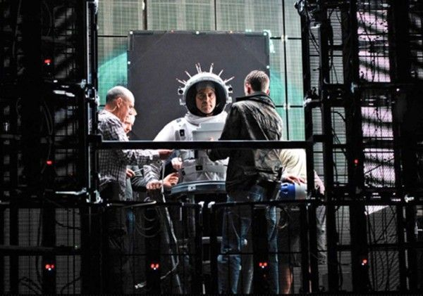 gravity-george-clooney-set-image