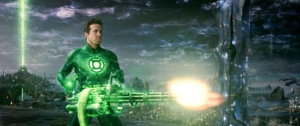 green-lantern-movie-image-ryan-reynolds-chaingun-01