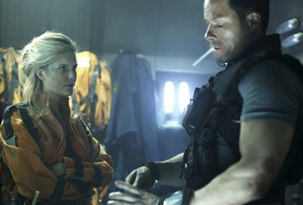 review-guy-pearce-maggie-grace-lockout