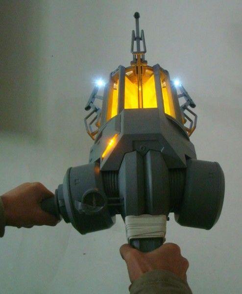 half-life-gravity-gun-replica-neca