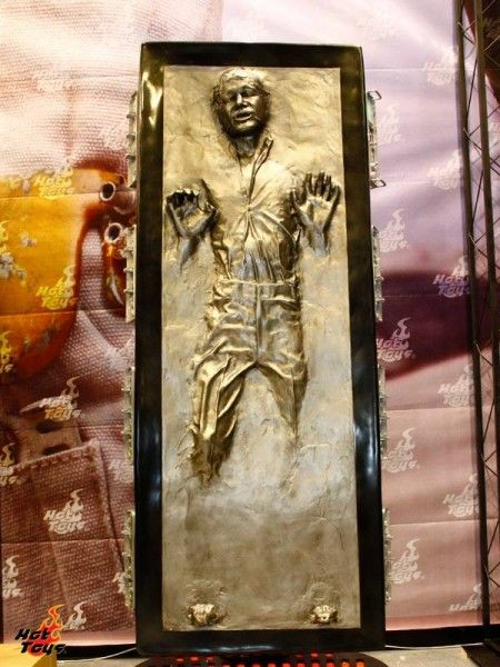 han-solo-carbonite-life-size-hot-toys