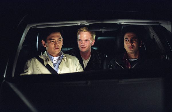 harold_and_kumar_go_to_white_castle_movie_image_john_cho__kal_penn_and_neil_patrick_harris