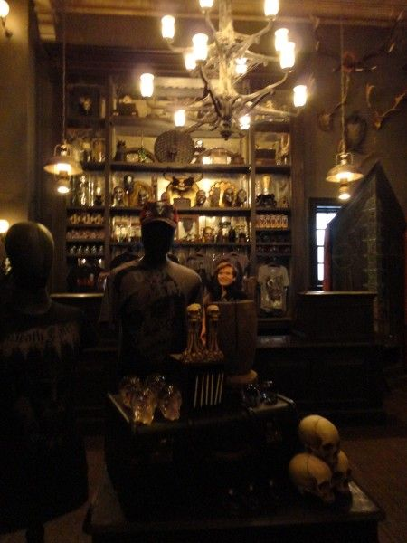 harry-potter-diagon-alley-borgin-and-burkes-1