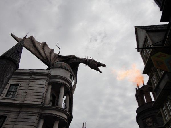 harry-potter-diagon-alley-dragon-fire
