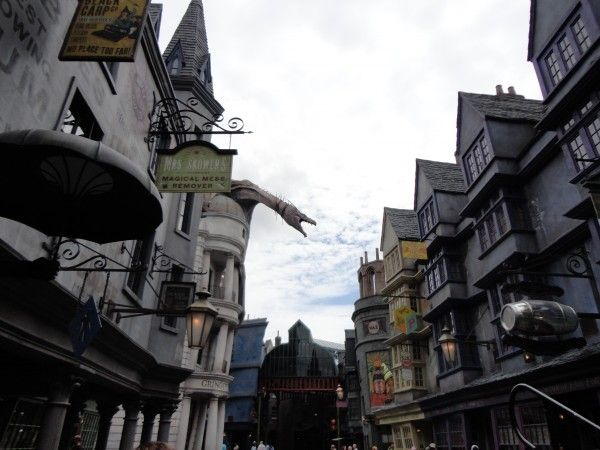 harry-potter-diagon-alley-dragon-image
