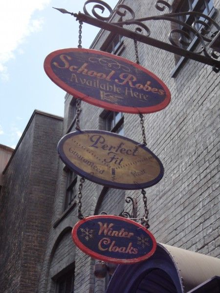 harry-potter-diagon-alley-dress-shop-sign
