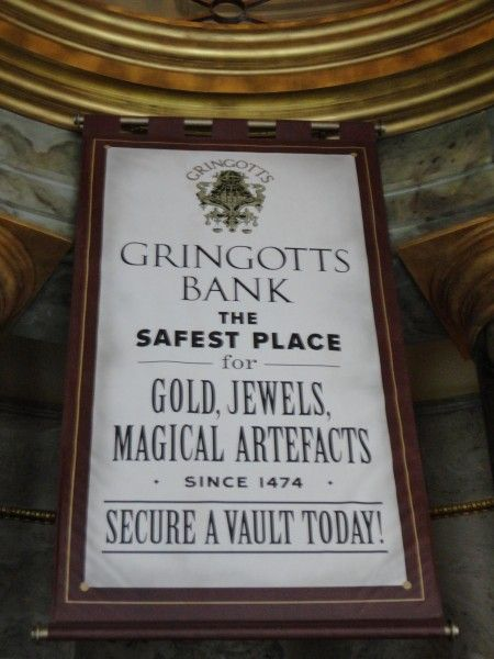 harry-potter-diagon-alley-gringotts-bank-sign