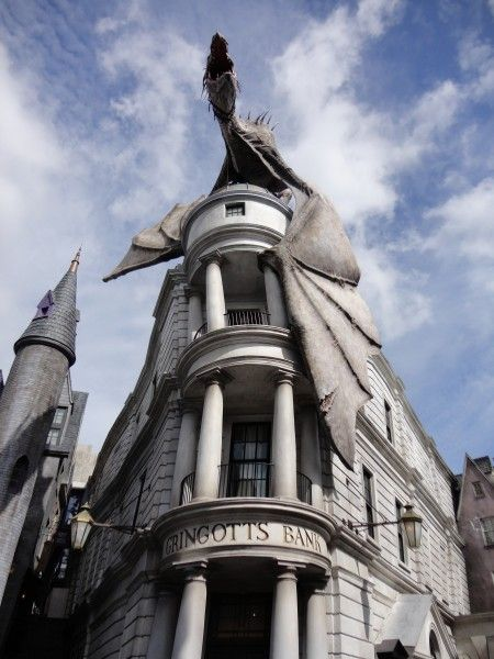 harry-potter-diagon-alley-gringotts-dragon