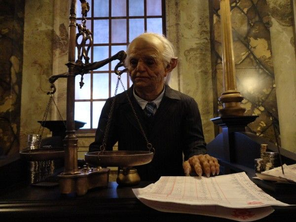 harry-potter-diagon-alley-gringotts-goblin