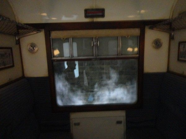 harry-potter-diagon-alley-hogwarts-express-ride-inside