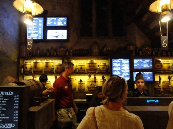 harry-potter-diagon-alley-universal-studios-leaky-cauldron