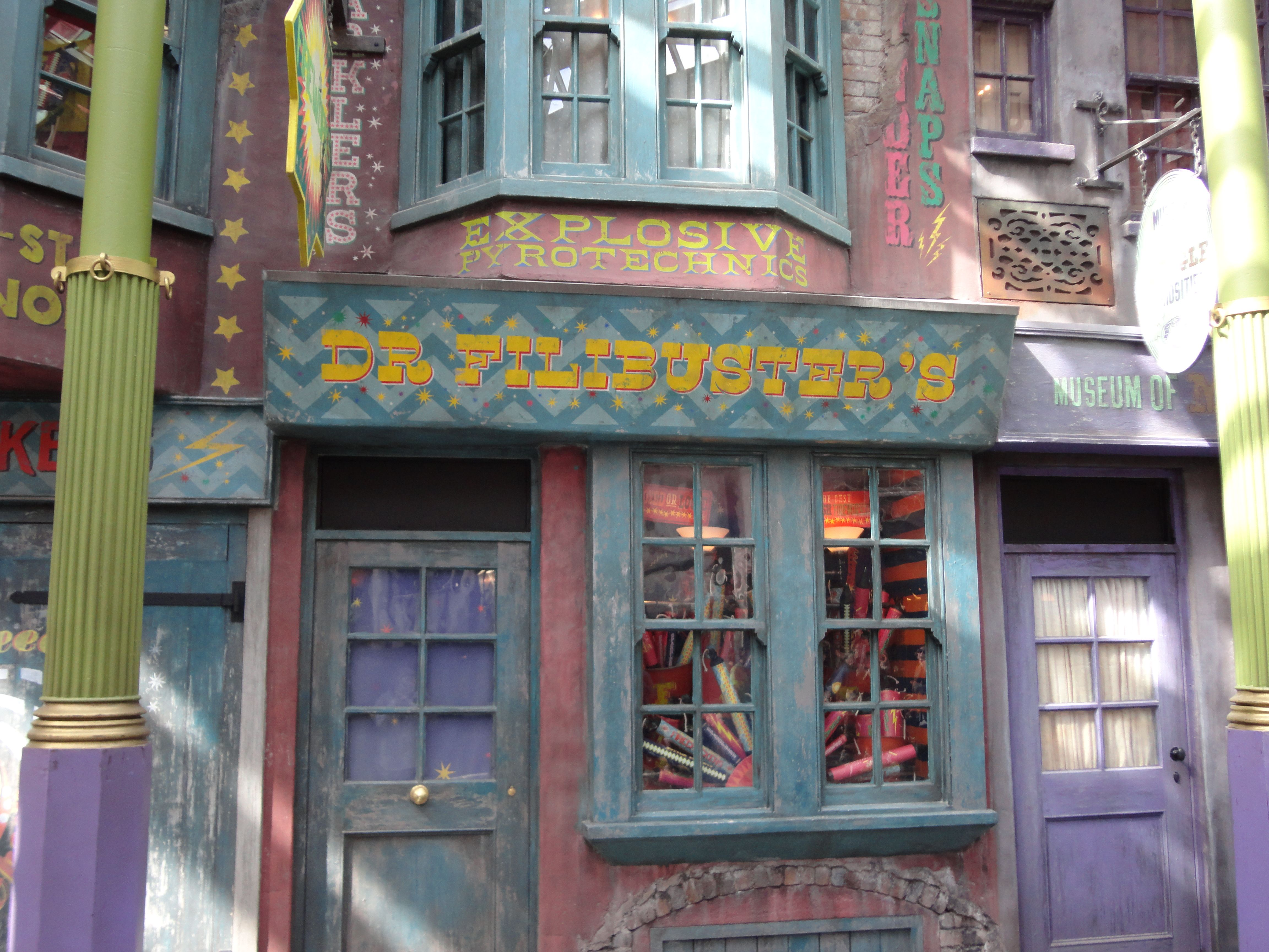 harry potter diagon alley images from the new universal theme park collider. Black Bedroom Furniture Sets. Home Design Ideas