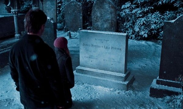 harry_potter_and_the_deathly_hallows_movie_image_daniel_radcliffe_grave_01