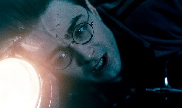 harry_potter_and_the_deathly_hallows_movie_image_daniel_radcliffe_light_01