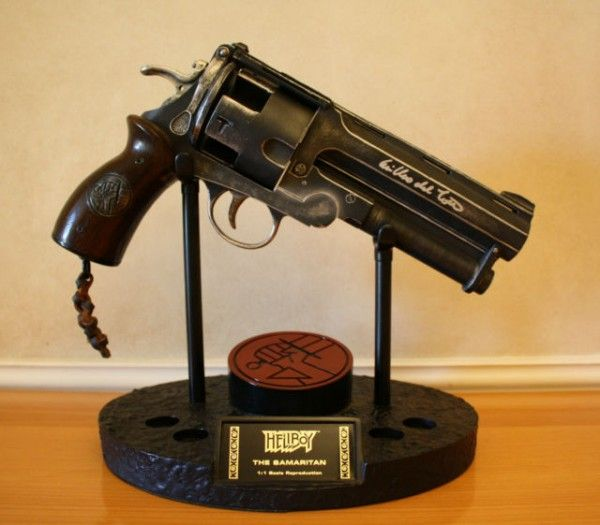 hellboy-movie-samaritan-gun-signed-guillermo-del-toro