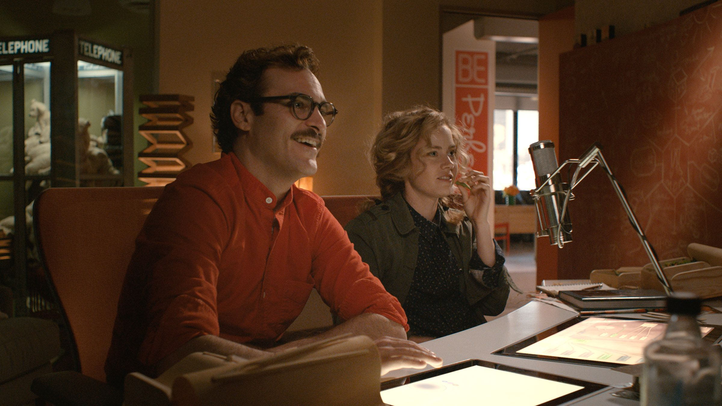 her trailer and images joaquin phoenix leads the love