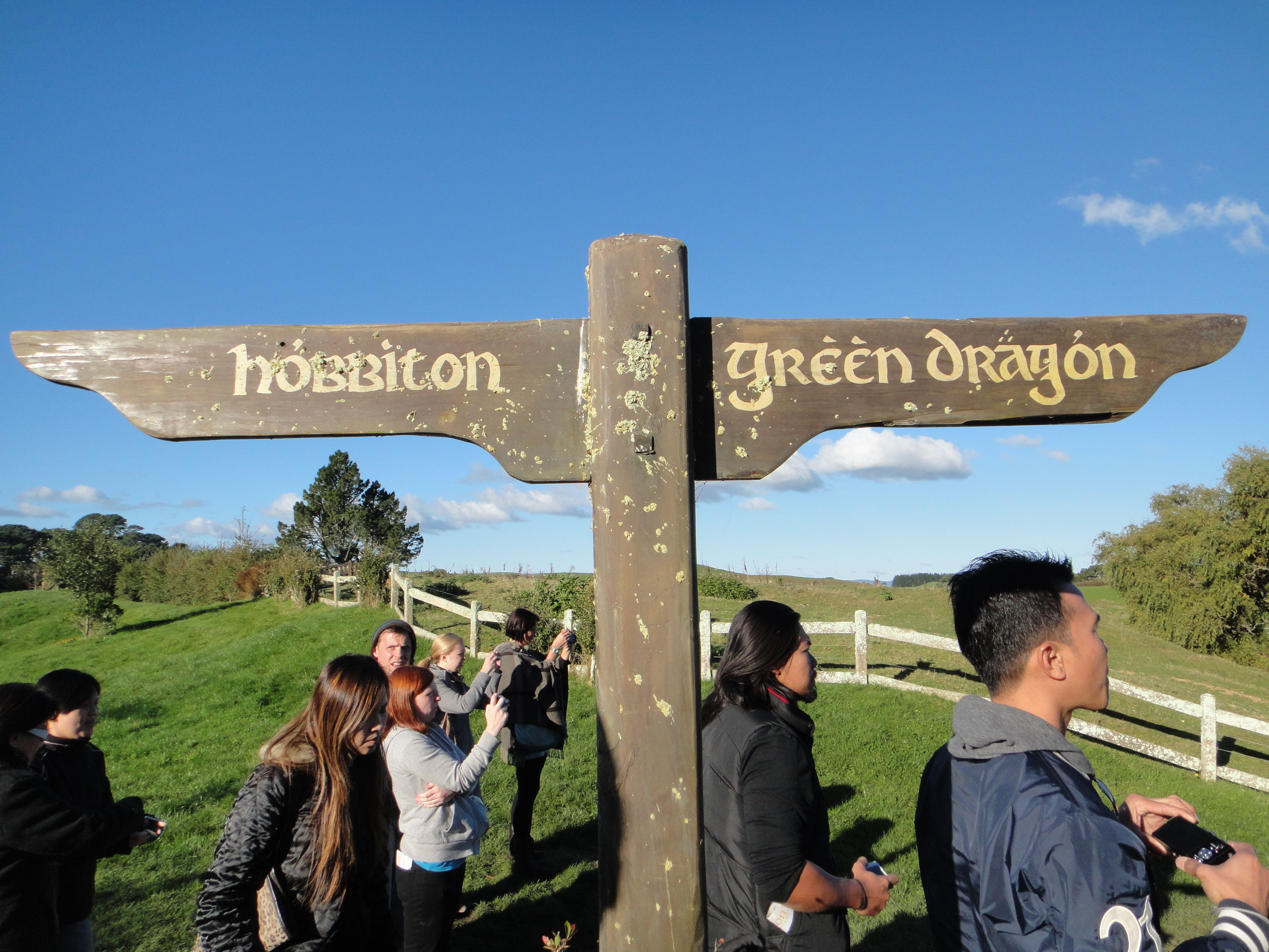 Newzealand Detail: Hobbiton New Zealand Pictures And Details About Movie Set
