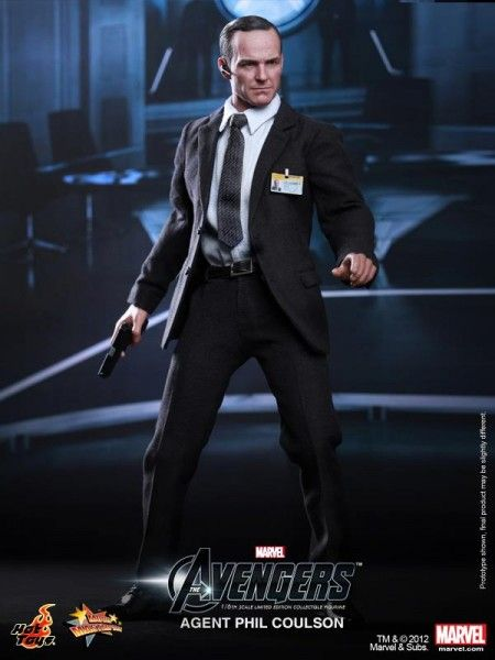 hot-toys-agent-phil-coulson-avengers