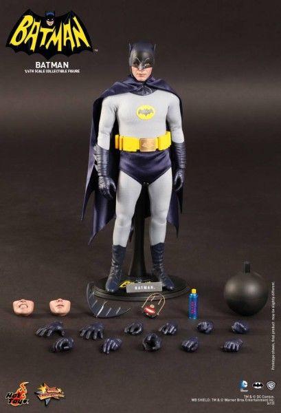 hot-toys-batman-collectible-1