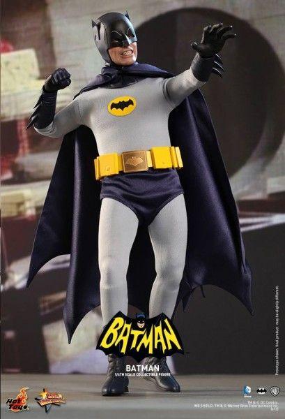 hot-toys-batman-collectible-10