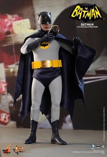 hot-toys-batman-collectible-11
