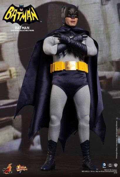 hot-toys-batman-collectible-12