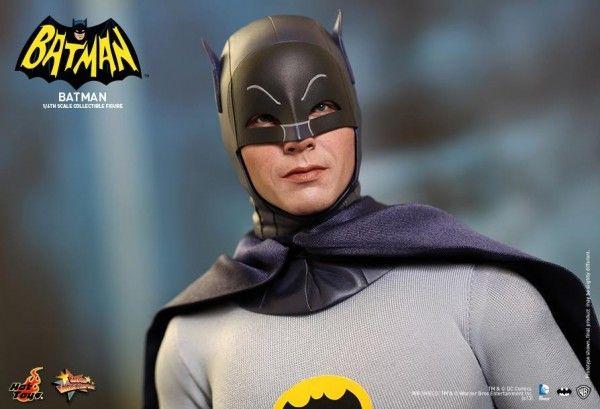 hot-toys-batman-collectible-2