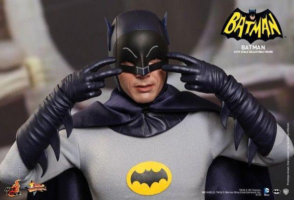 hot-toys-batman-collectible-3