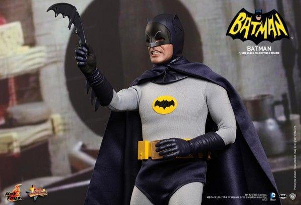 hot-toys-batman-collectible-5