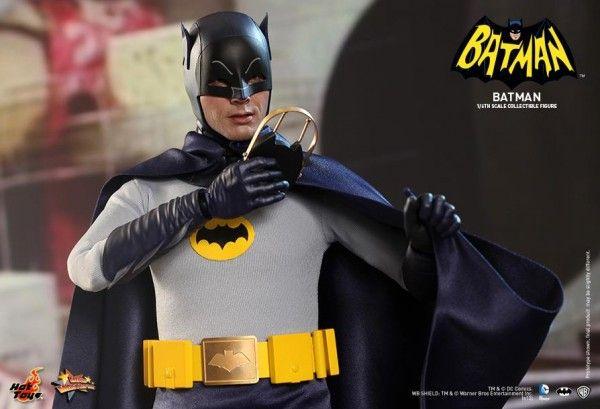 hot-toys-batman-collectible-6
