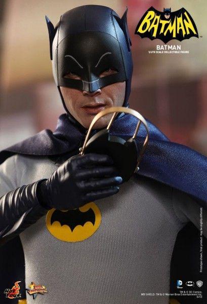 hot-toys-batman-collectible-7