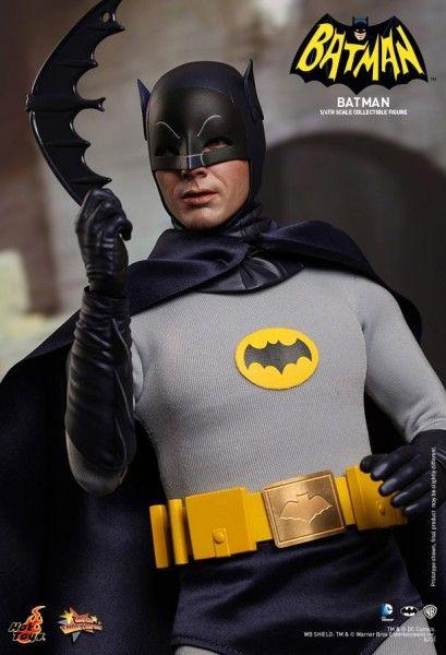 hot-toys-batman-collectible-8