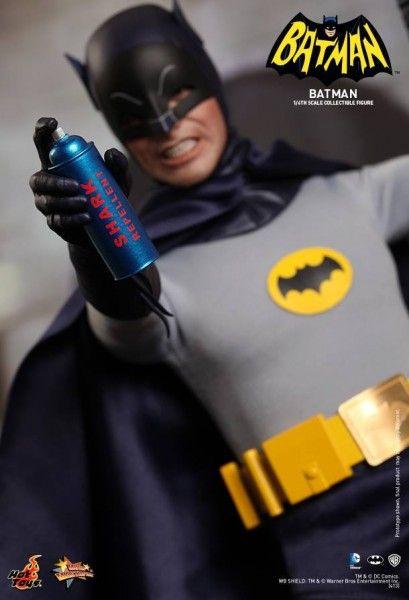 hot-toys-batman-collectible-9