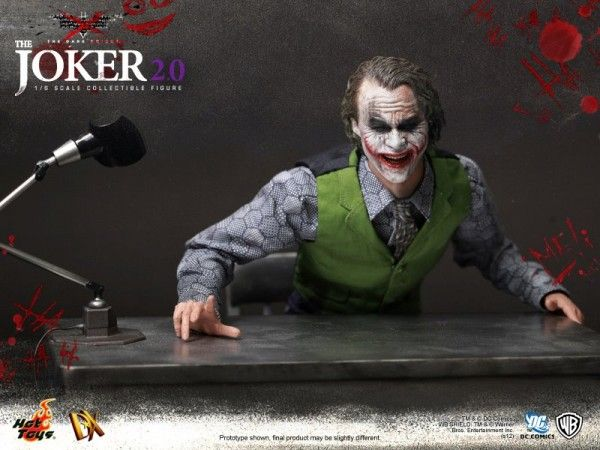 hot-toys-joker-the-dark-knight-heath-ledger-figure (1)