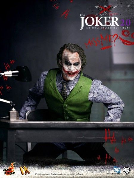 hot-toys-joker-the-dark-knight-heath-ledger-figure (13)