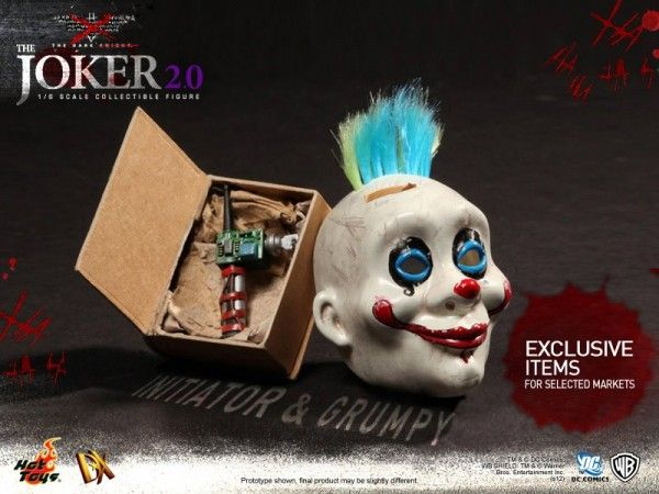 hot-toys-joker-the-dark-knight-heath-ledger-figure (14)