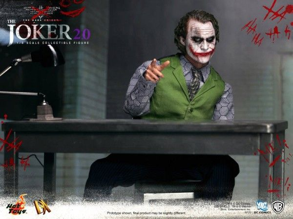 hot-toys-joker-the-dark-knight-heath-ledger-figure (21)
