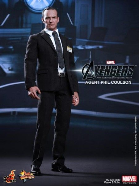 hot-toys-phil-coulson-avengers-figure