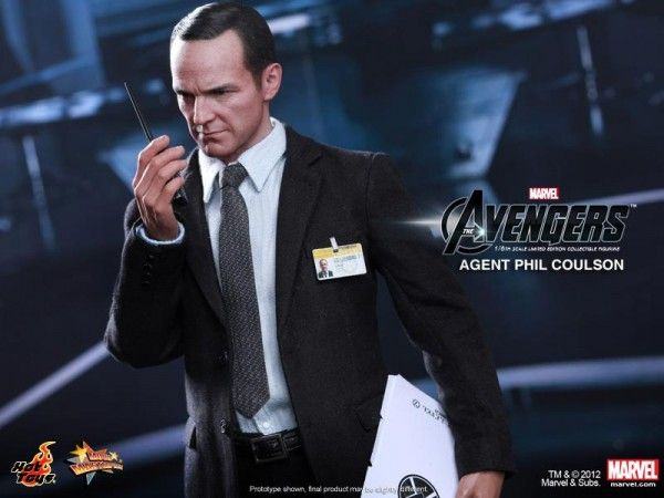 hot-toys-phil-coulson-the-avengers-figure